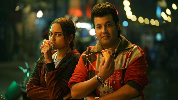WATCH VIDEO: Varun Sharma discovered his Khandaani Shafakhana co-star Sonakshi Sinha never had 'Sooji Ke Golgappe' and then this happened