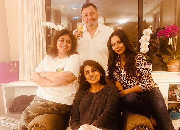 Gauri Khan Is All Smiles In This Picture With Neetu Kapoor And Rishi Kapoor In New York!