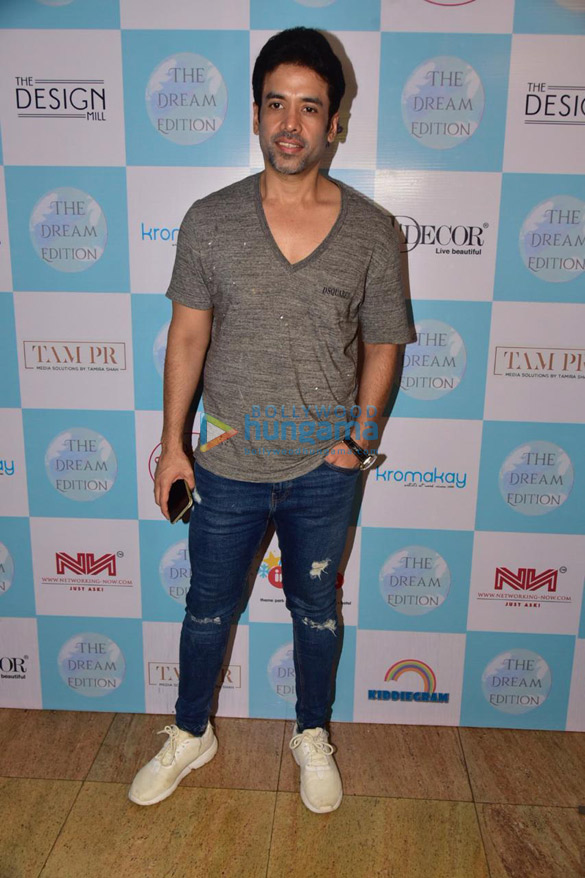 Photos Tusshar Kapoor snapped at the Dream Edition Exibition (3)