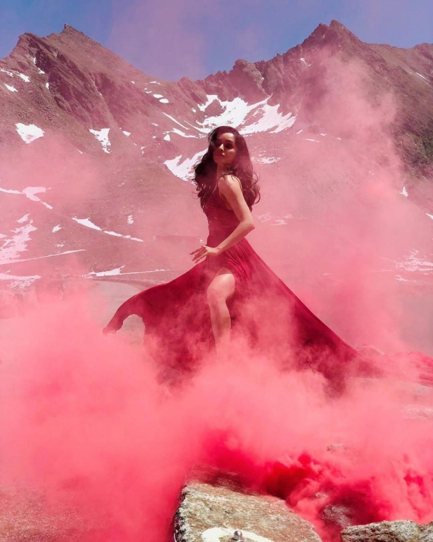 Saaho: Shraddha Kapoor looks stunning in this wine-coloured dress in the song 'Enni Sohni'