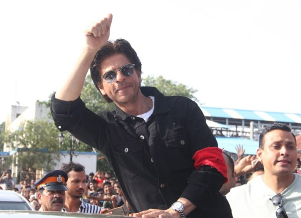 Shah Rukh Khan looks dapper in casual at an event at Bandra Station