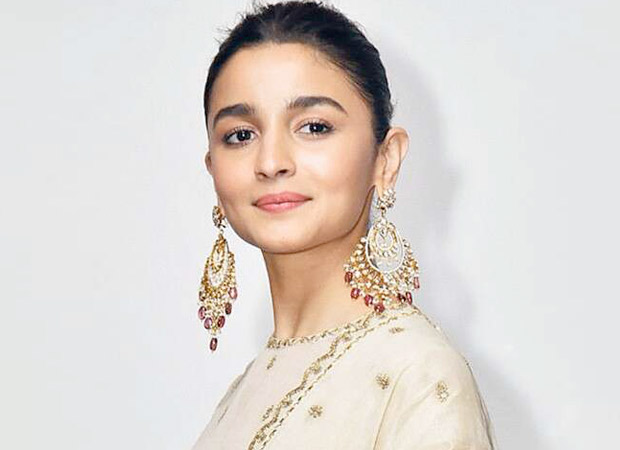 This is how Alia Bhatt stays away from controversies and maintains cordial relations with Bollywood celebrities