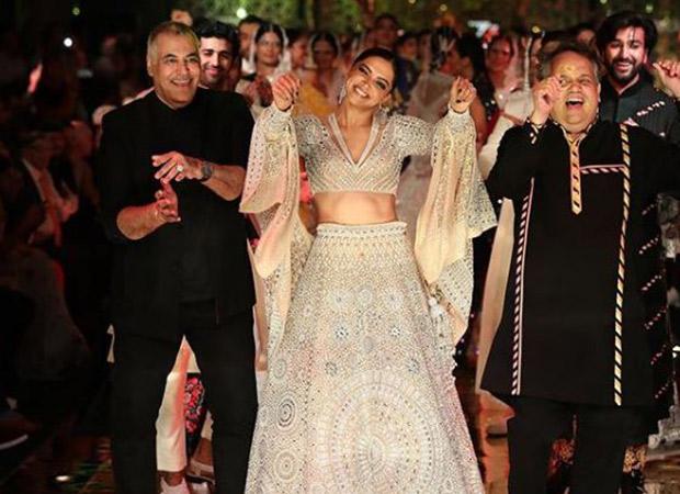 Deepika Padukone Breaks Into A Dance As She Walks The Ramp For Abu Jani And Sandeep Khosla