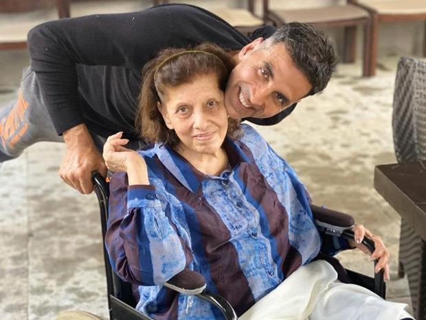 Akshay Kumar celebrates his mom's 80th birthday with entire family