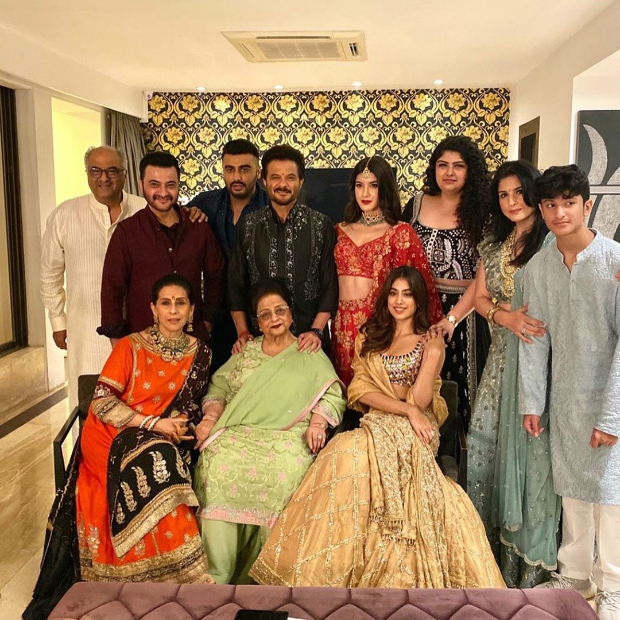 Diwali 2019: Kareena Kapoor Khan, Saif Ali Khan, Sonam Kapoor, Janhvi Kapoor, Arjun Kapoor bring glamour to Anil Kapoor's bash