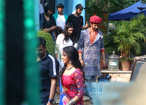 LEAKED PHOTOS Kartik Aaryan and Kiara Advani sport Rajasthani outfits on sets of Bhool Bhulaiyaa 2