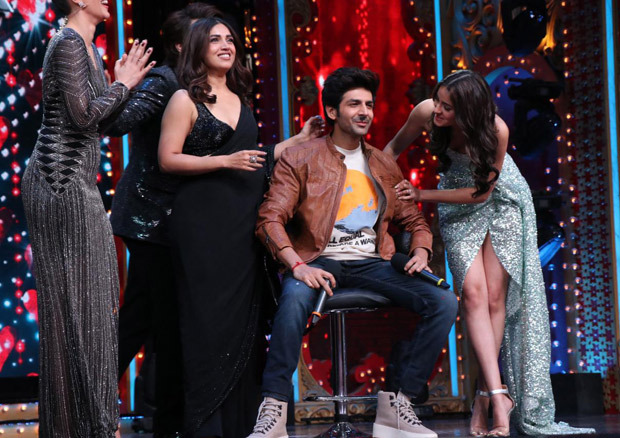 Pati Patni Aur Woh - Ananya Panday shaves off Kartik Aaryan's moustache on Nach Baliye set