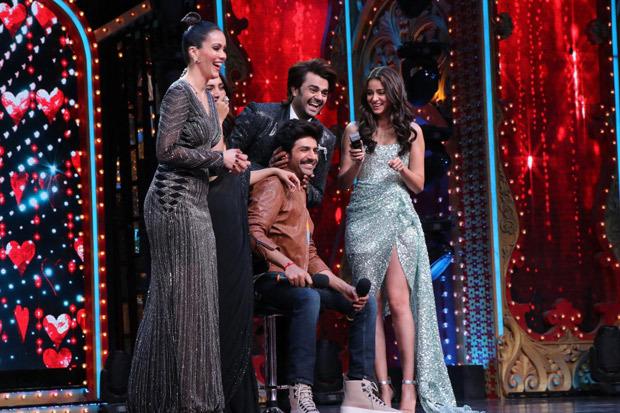 Pati Patni Aur Woh Ananya Panday Shaves Off Kartik Aaryan S Moustache On Nach Baliye Set Bollywood News Bollywood Hungama