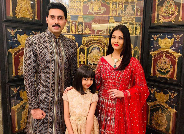 Picture Perfect: Abhishek Bachchan And Aishwarya Rai Bachchan Pose For A Family Picture With Daughter, Aaradhya Bachchan