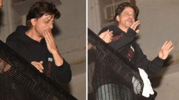 Shah Rukh Khan greets his fans on his 54th birthday at Mannat (watch videos)