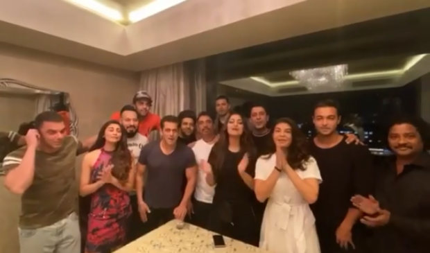 Salman Khan And His Da-bangg Tour Team Wish Shah Rukh Khan On His 54th Birthday