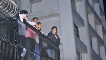 Shah Rukh Khan Greet his FANS at Mannat SRK Birthday Bash Shah Rukh Khan Birthday Celebration
