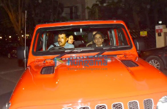 Photos Saif Ali Khan and Kareena Kapoor Khan snapped in their new car in Bandra (6)