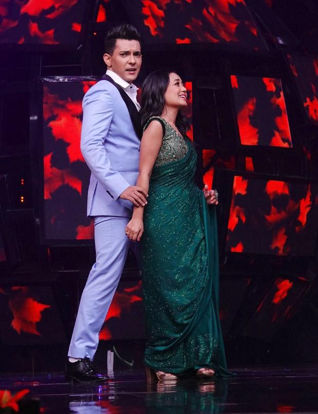 Neha Kakkar And Aditya Narayan Put Up A Stunning Dance Performance On Indian Idol 11 Bollywood News Bollywood Hungama