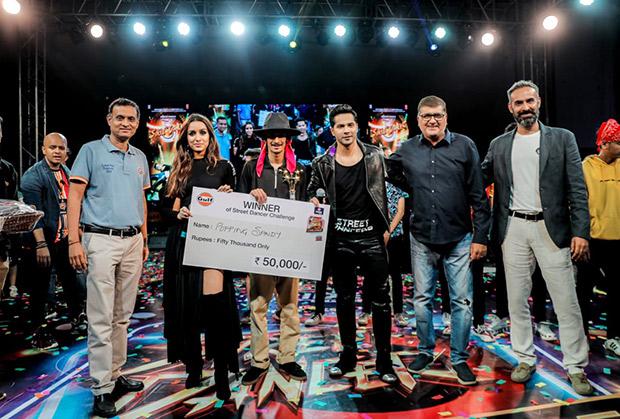 Varun Dhawan, Shraddha Kapoor and team Street Dancer 3D award India's best street dancers