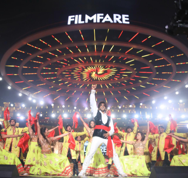 Filmfare Awards 2020: Ranveer Singh enthralls the audience as he pays special tribute to RD Burman, watch videos