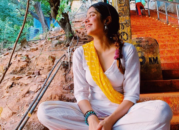 Janhvi Kapoor is all smiles as she poses in a simplistic ethnic outfit