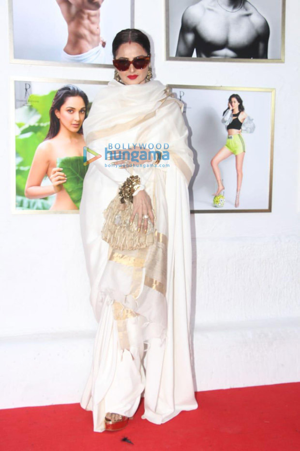 "Rekha on posing next to Amitabh Bachchan's picture – ""Yahan danger zone hai"""