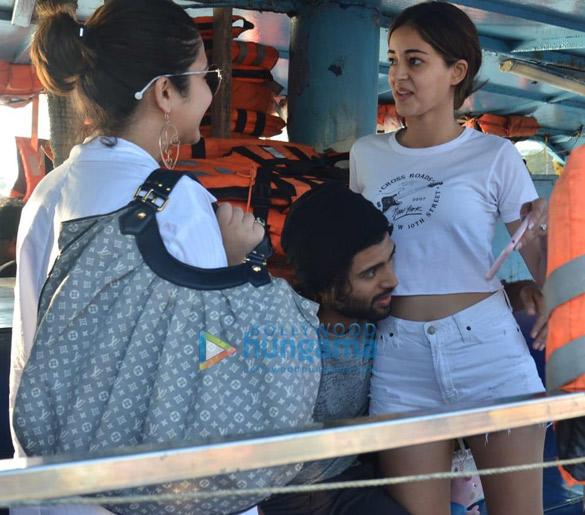 Photos Ananya Panday and Vijay Deverakonda snapped at Versova jetty (4)