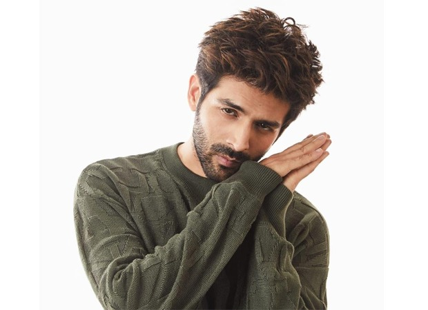 Kartik Aaryan wishes a couple on their wedding anniversary and makes their day