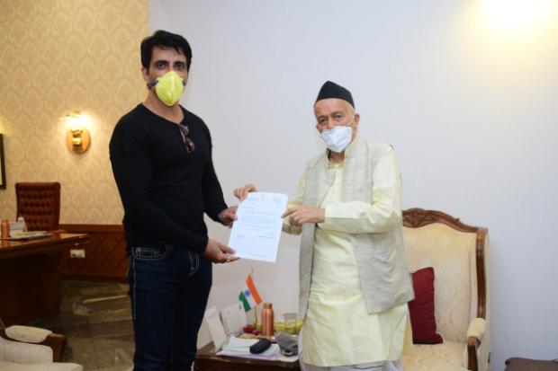 Sonu Sood meets Maharashtra Governor Bhagat Singh Koshyari, discusses his work for migrant labourers
