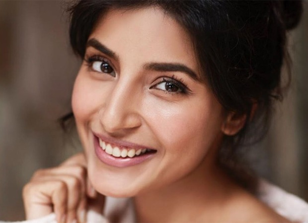 Bollywood Blog Harshita Gaur pens a heartfelt poem for those living along during the lockdown