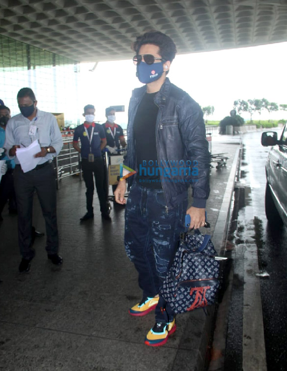 Photos Bellbottom team snapped at the airport, leave for Scotland (4)