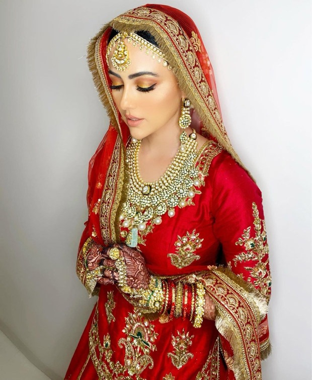 Sana Khan's looks ethereally royal in a classic red lehenga for her Walima with Mufti Anas