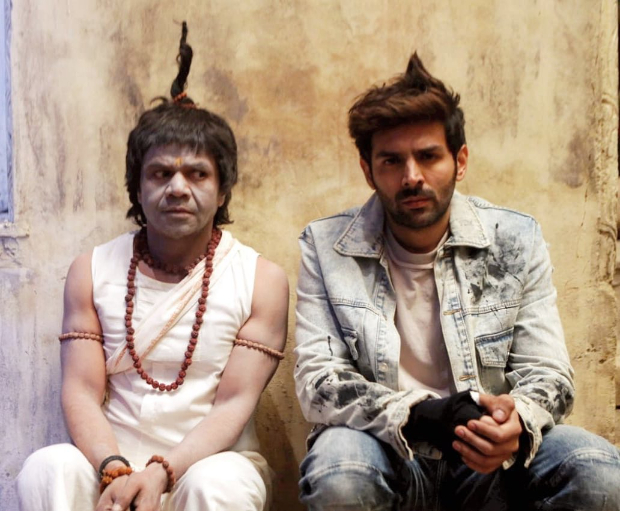 Kartik Aaryan shares hilarious photo with Rajpal Yadav from Bhool Bhulaiyaa 2 to extend Holi wishes