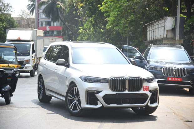 Shahid Kapoor scouts the BMW X7 worth over Rs. 90 lakhs!