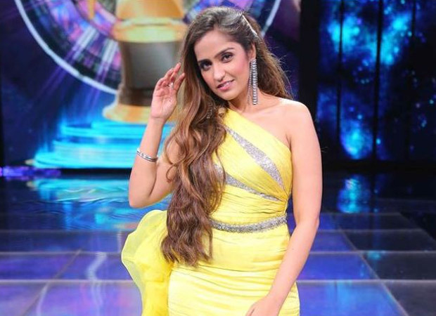 Asees Kaur bags Filmfare's Black lady for Malang's title track; to release two more singles in April