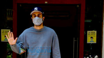 Photos: Ranbir Kapoor and Neetu Singh spotted at a clinic
