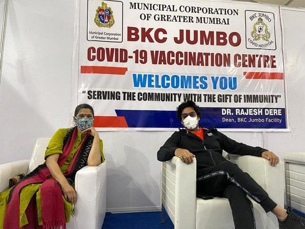 Shefali Shah, Renuka Shahane and Ashutosh Rana receivefirst dose of the COVID-19 vaccine