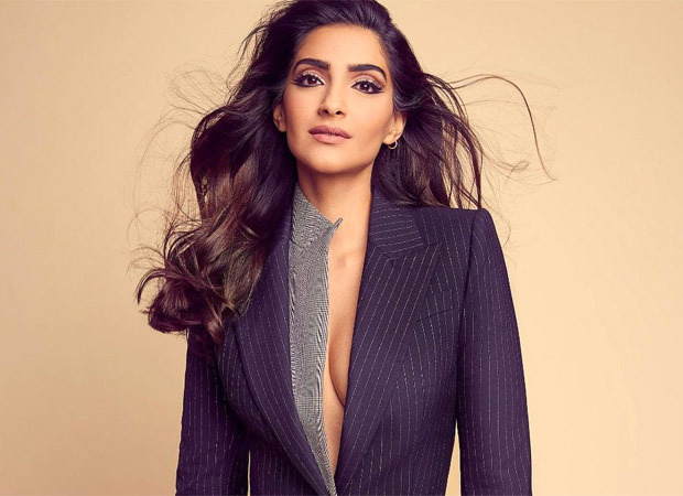 As India fights Covid, Sonam Kapoor Ahuja inspires people to donate and save the lives of their countrymen.