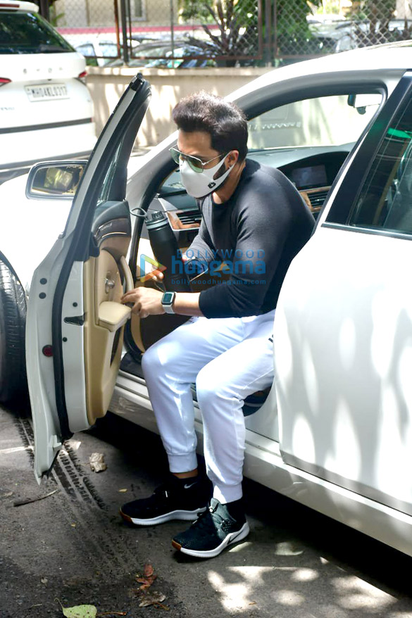 Photos Emraan Hashmi spotted at a dubbing studio in Bandra (5)