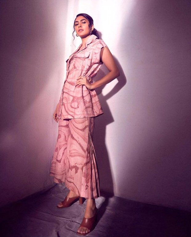 Mrunal Thakur makes a case for abstract prints amid Toofaan promotions