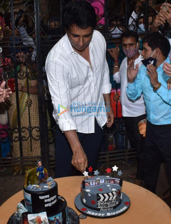 Photos Sonu Sood snapped celebrating his birthday with the media (8)
