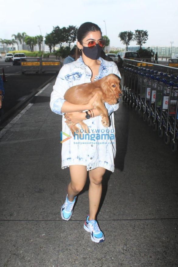 Sara Ali Khan, Tamannaah Bhatia and others snapped at the airport (1)