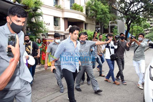 Photos Ekta Kapoor, Jeetendra and Tusshar Kapoor for Ganpati Visarjan (4)