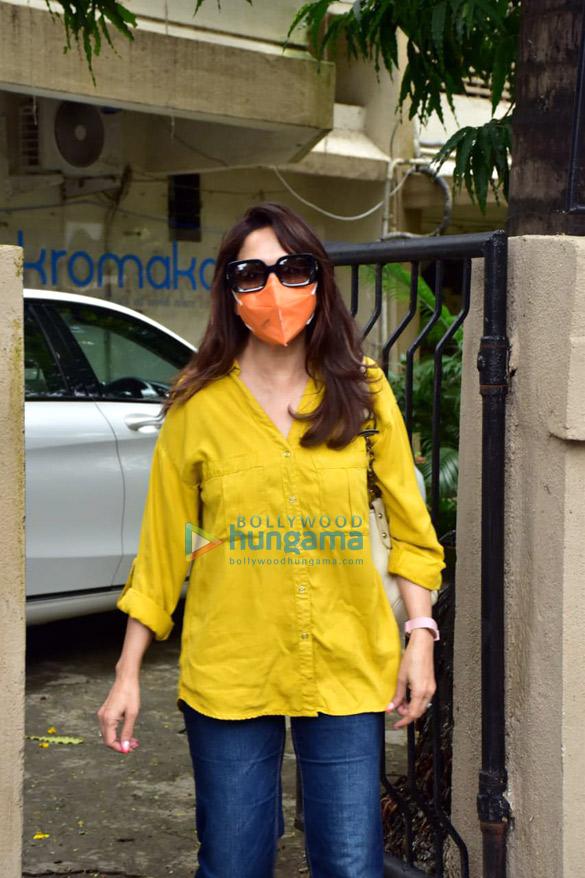 Photos Madhuri Dixit and Huma Qureshi snapped in Juhu (1)