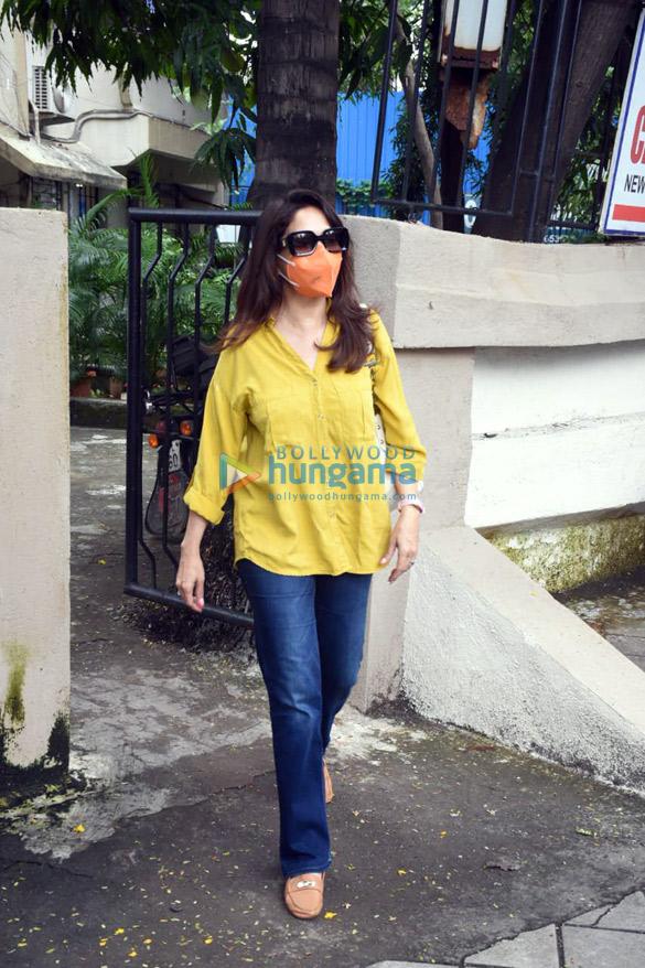 Photos Madhuri Dixit and Huma Qureshi snapped in Juhu (5)