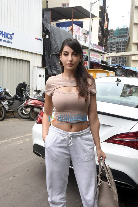 Photos Nora Fatehi snapped at a dance class in Andheri (1)