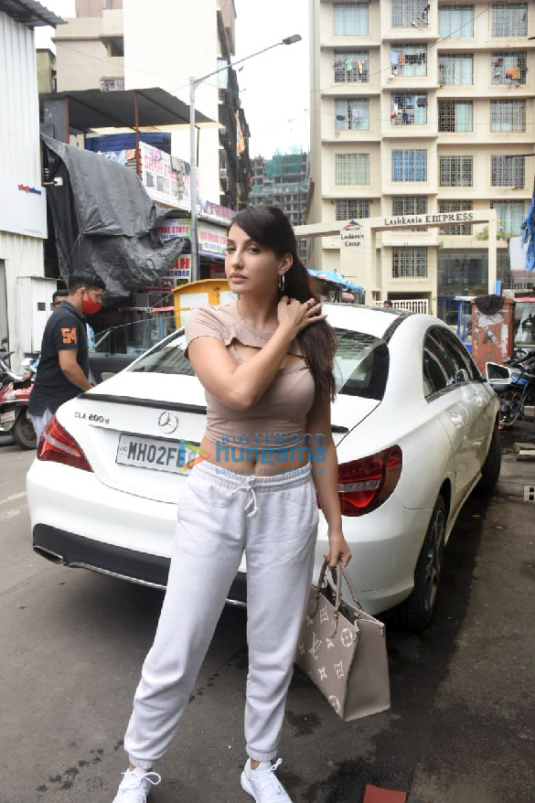 Photos Nora Fatehi snapped at a dance class in Andheri (4)
