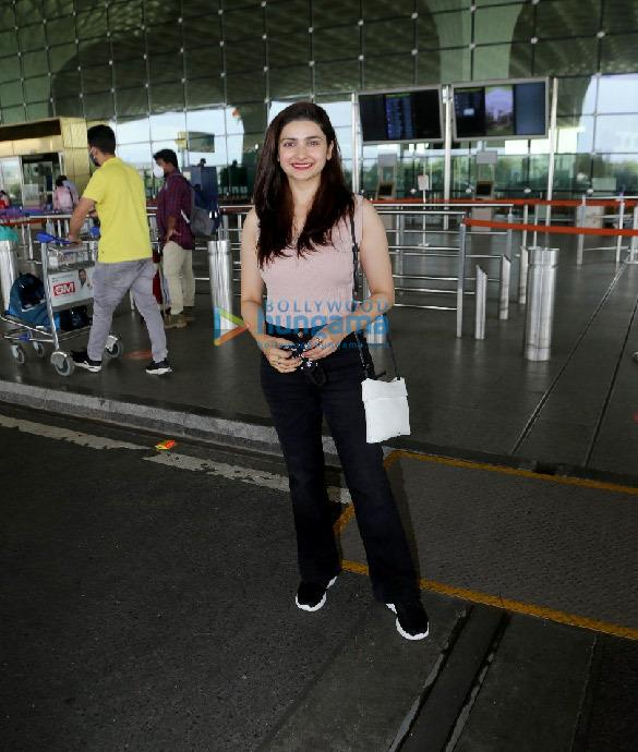 Photos Urvashi Rautela, Tamannaah Bhatia, Prachi Desai and Gurdas Maan snapped at the airport (2)