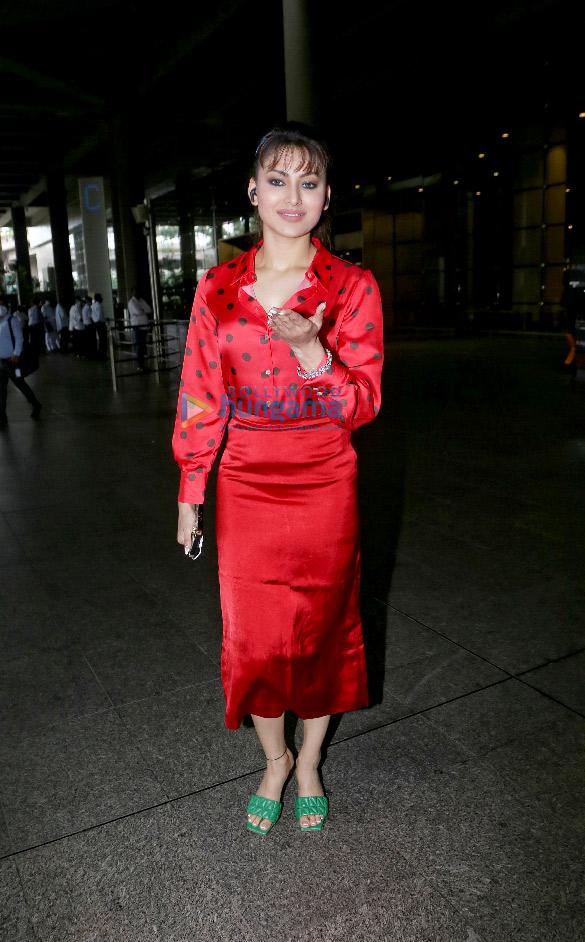 Photos Urvashi Rautela, Tamannaah Bhatia and Gurdas Maan snapped at the airport (4)