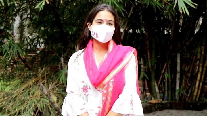 Spotted Sara Ali Khan in Juhu, Mumbai