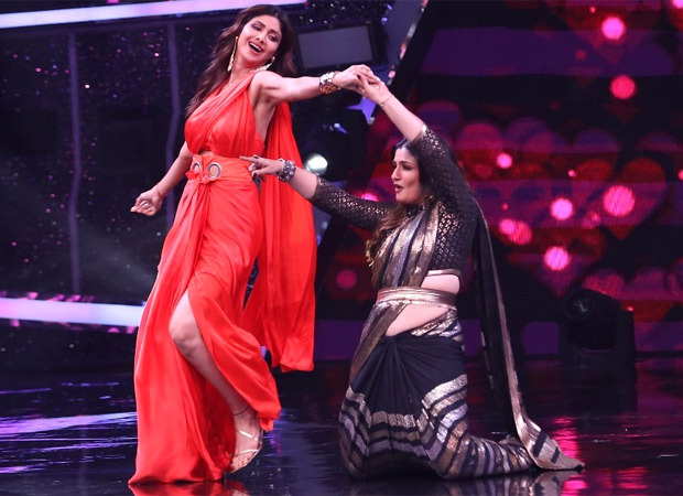 Shilpa Shetty Kundra and Raveena Tandon perform the hook step of their hit songs on the sets of Super Dancer Chapter 4